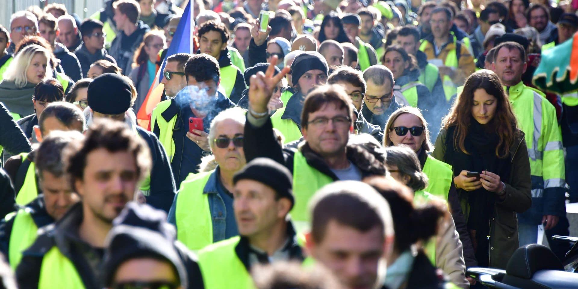 """Le mouvement des """"gilets jaunes"""" fait son apparition dans un nouveau pays"""