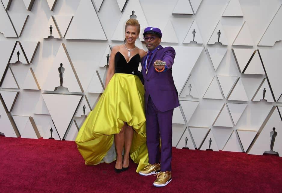 Vêtu d'un costume violet, le réalisateur Spike Lee a rendu hommage au chanteur Prince. Sur le tapis rouge, il a fait le show avec sa femme Tonya Lewis Lee.