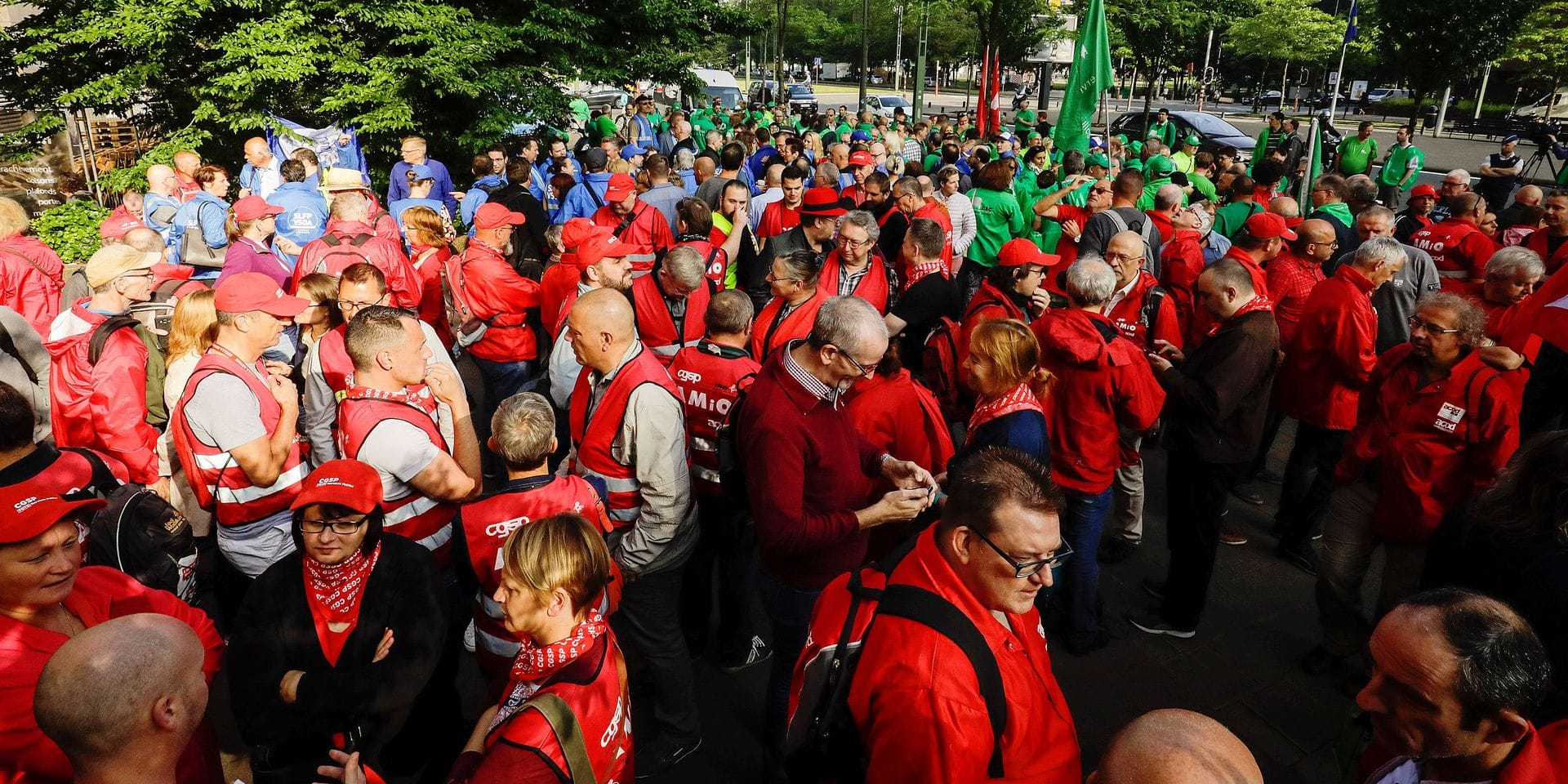 Members of unions take part in a demonstration of the unions of the public services to protest against the reform of federal public fonction, Wednesday 06 June 2018, in front of the WTC III tower in Brussels. BELGA PHOTO THIERRY ROGE