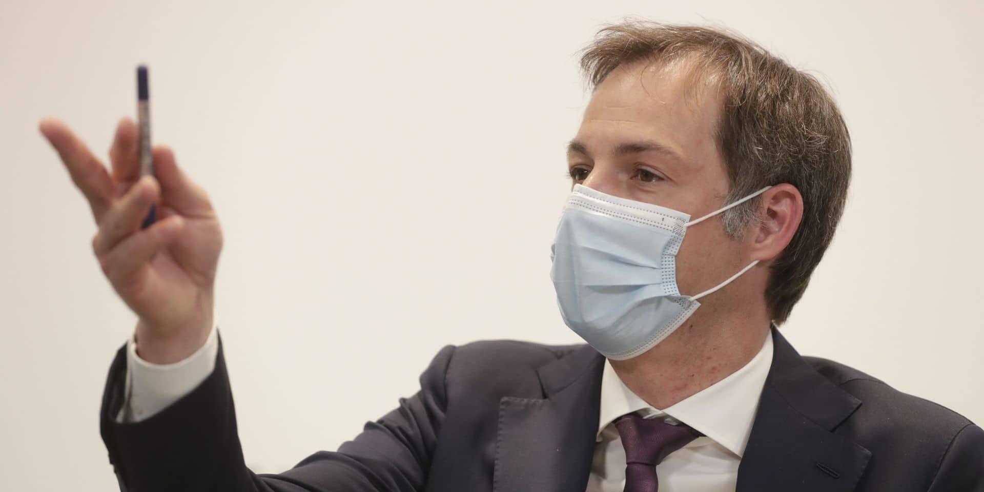 """Port du voile : """"Voir un ministre accuser son Premier de mentir au parlement, c'est grave"""""""