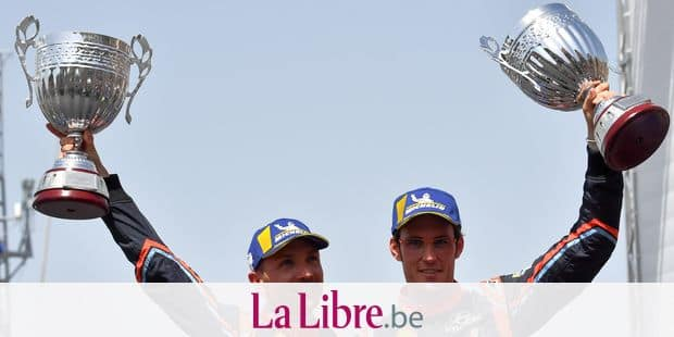 Belgium's driver Thierry Neuville (R) and compatriot co-driver Nicolas Gilsoul of Hyundai i20 Coupe WRC, hold their trophies as they celebrate on the podium after winning the 2018 FIA World Rally Championship, on June 10, 2018 in the harbour of Alghero city, in Sardinia. / AFP PHOTO / Andreas SOLARO