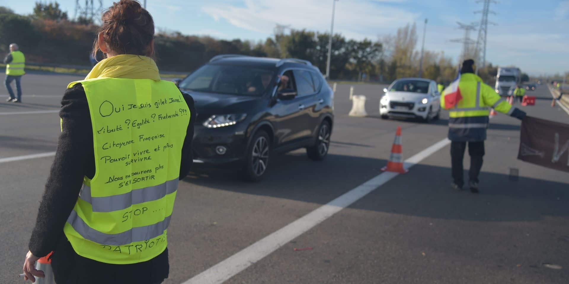 """Des """"gilets jaunes"""" dénoncent des migrants cachés dans un camion aux gendarmes"""