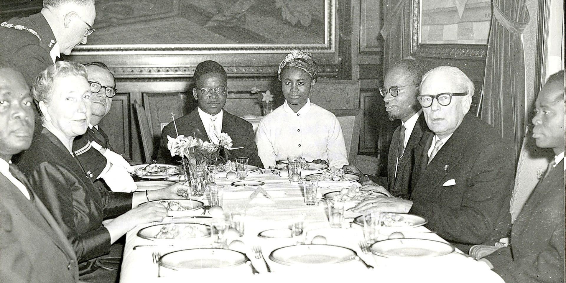 Témoin de la Table ronde qui fixait l'indépendance du Congo, Paule Bouvier nous plonge dans un moment historique