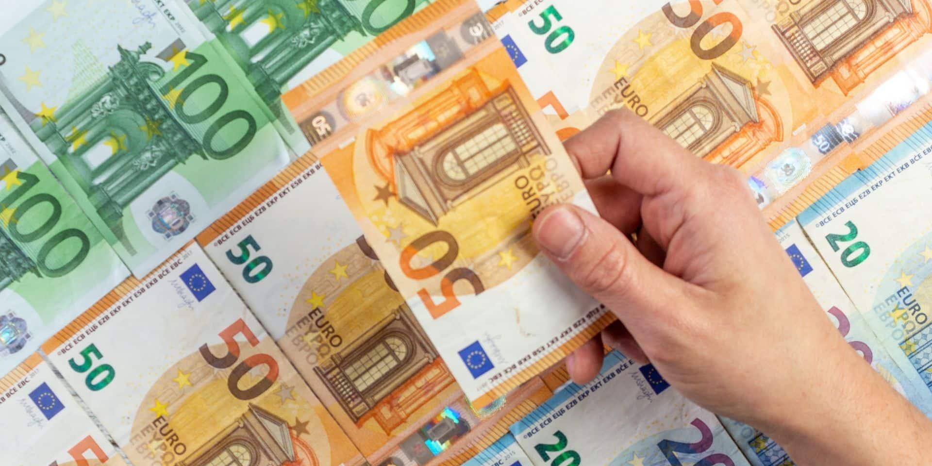 Bruxelles: 6 ans de prison requis contre un escroc séducteur qui avait volé 330.000 euros à ses deux victimes