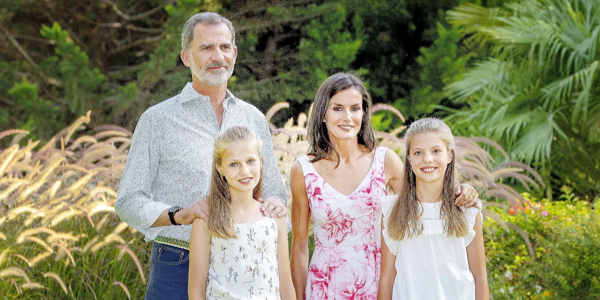 04-08-2019 Spain Queen Letizia and King Felipe and Princess Leonor and Princess Sofia pose for the media during the traditional summerholliday photosession at the Marivent palace on Palma de Mallorca. © PPE/Nieboer Reporters / PPE