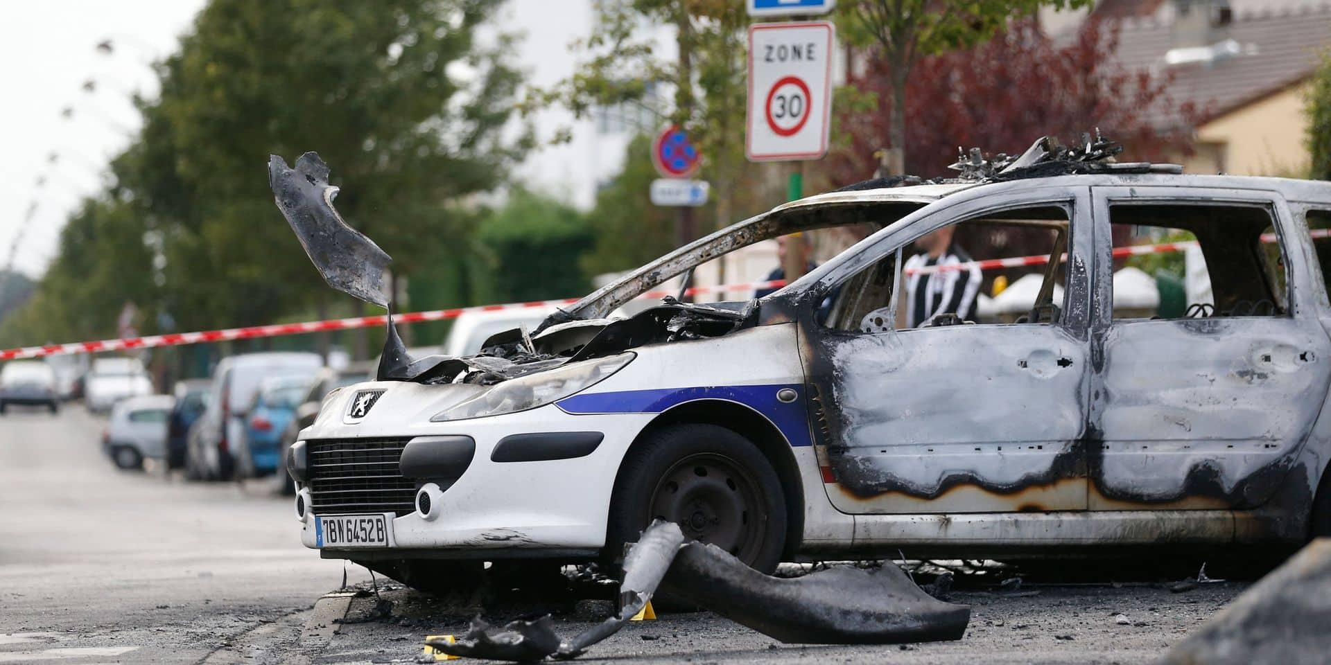 Les assaillants avaient tenté de brûler vifs les policiers dans deux autos stationnées.
