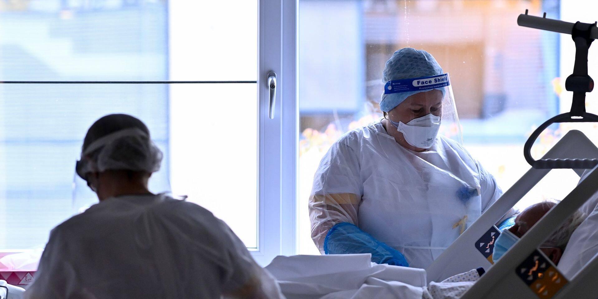 Coronavirus en Belgique : les indicateurs en légère baisse, le nombre de patients hospitalisés augmente