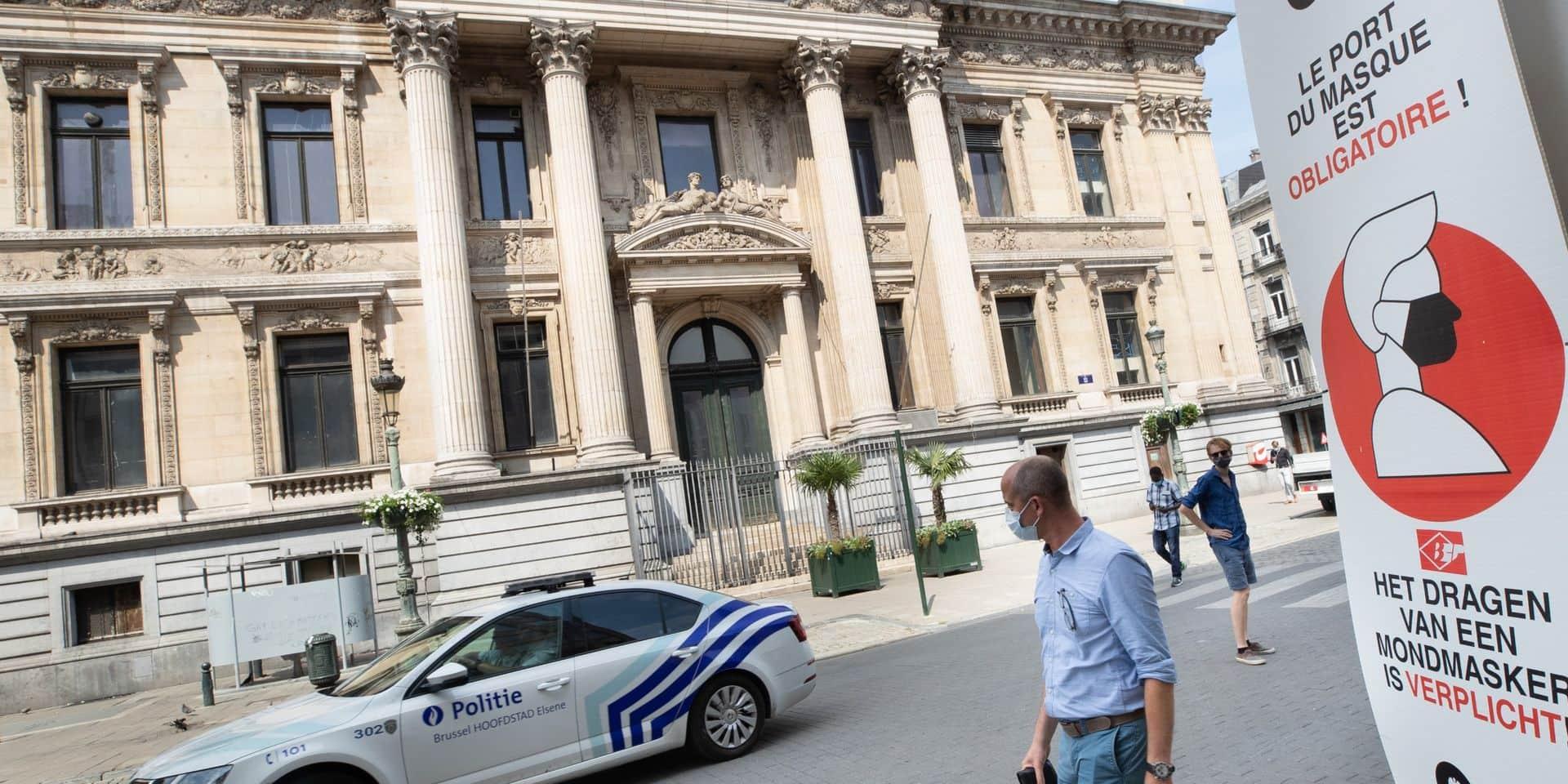 """Masque obligatoire à Bruxelles : """"J'ai déjà perdu mon emploi avec le Covid, je vais garder mon masque surtout pour m'éviter une amende"""""""