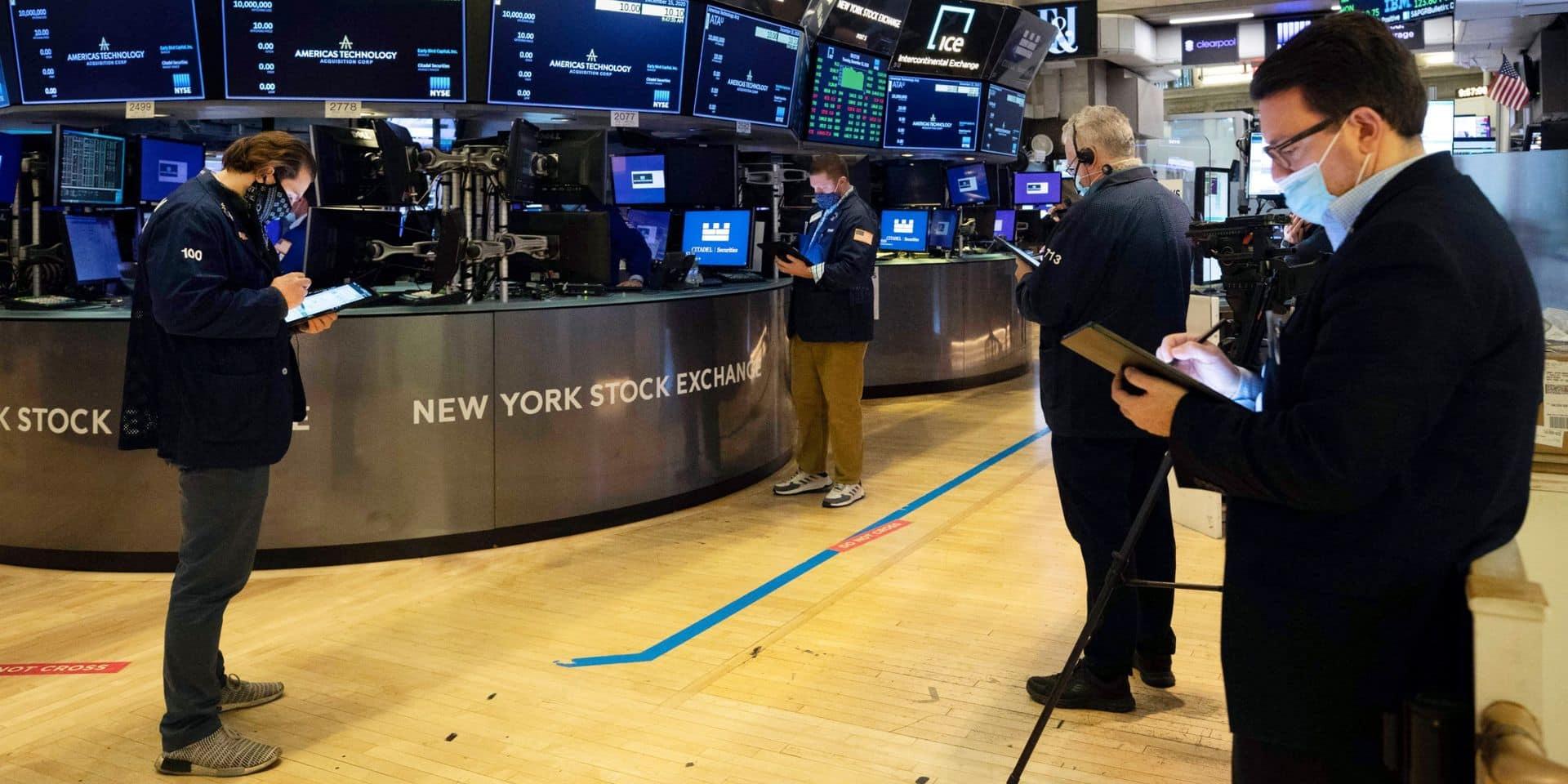 Wall Street finit en hausse à la veille de Noël