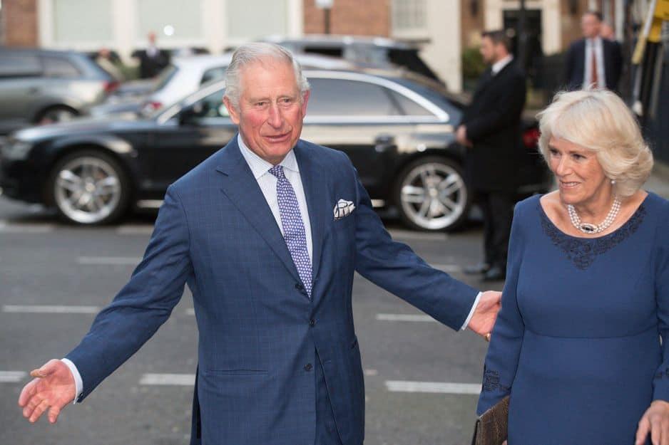A la sortie d'un thé à Spencer House d'où Charles est ressorti...