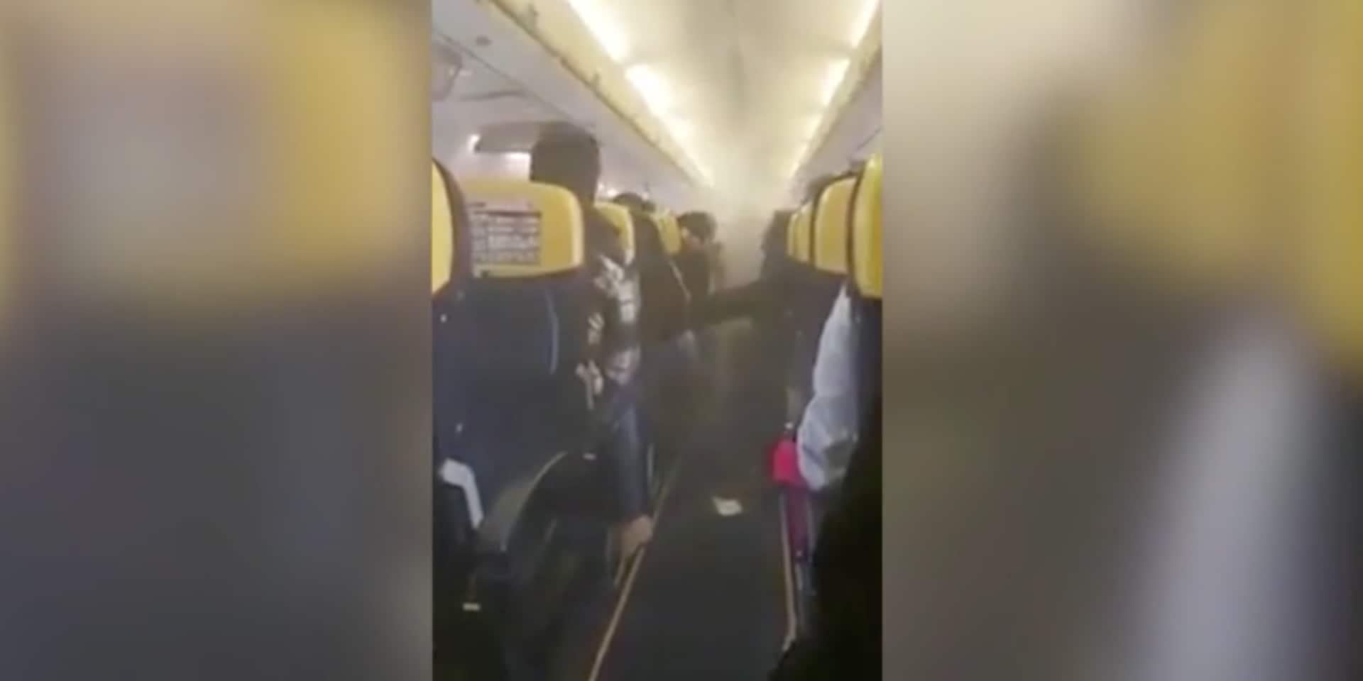 """""""C'était le chaos, j'étais vraiment paniqué"""": ces 169 passagers d'un vol Ryanair ont eu la peur de..."""