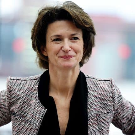 Chief Executive Officer of French multinational electric utility company Engie, Isabelle Kocher, addresses his season's greetings in Paris on January 15, 2018. / AFP PHOTO / ERIC PIERMONT