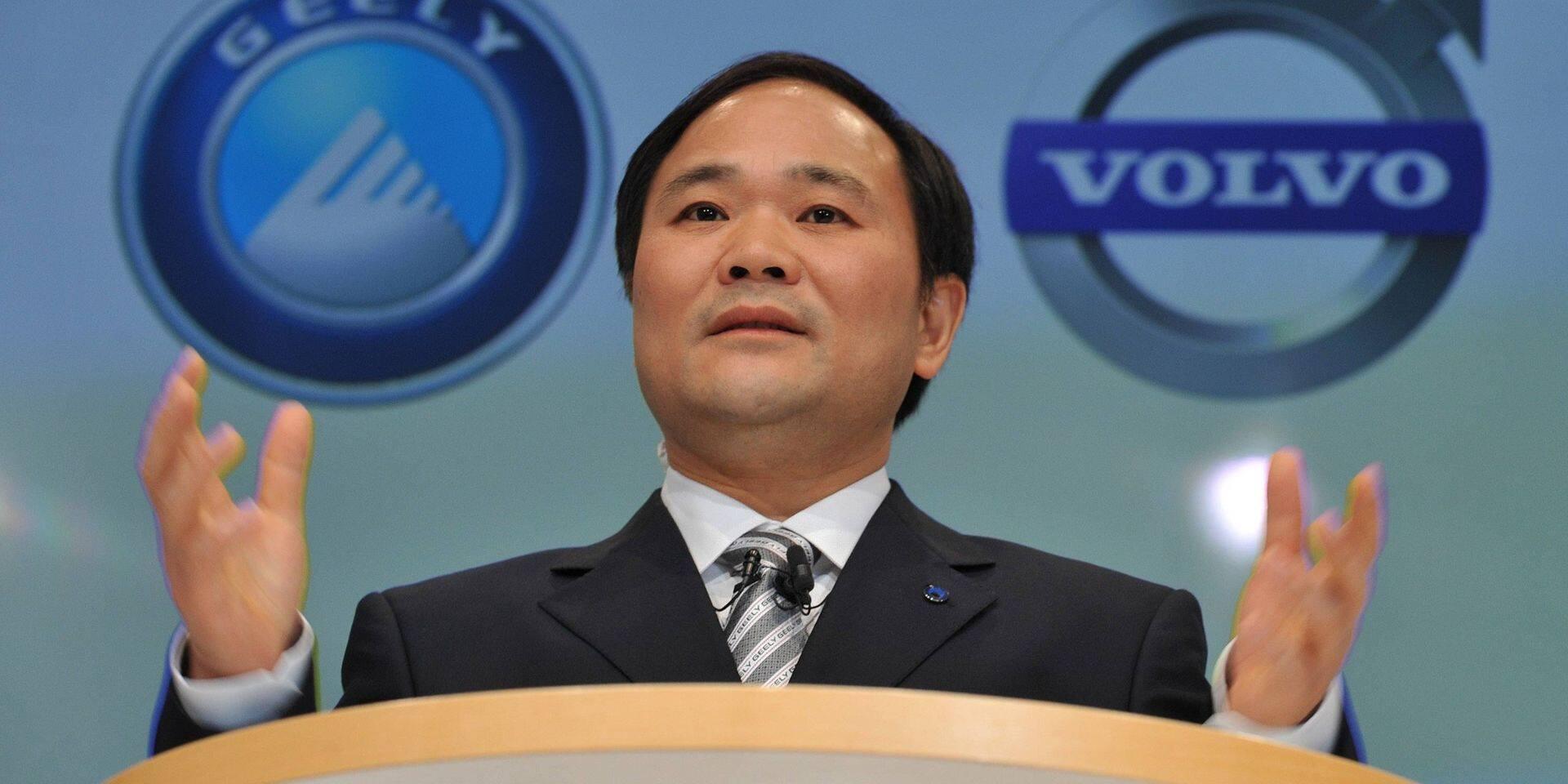 Le président de Geely, Li Shufu, s'adresse à la presse après la signature d'un accord avec Ford Motor Co. sur l'achat par Geely de Volvo Cars à Goteborg en Suède.