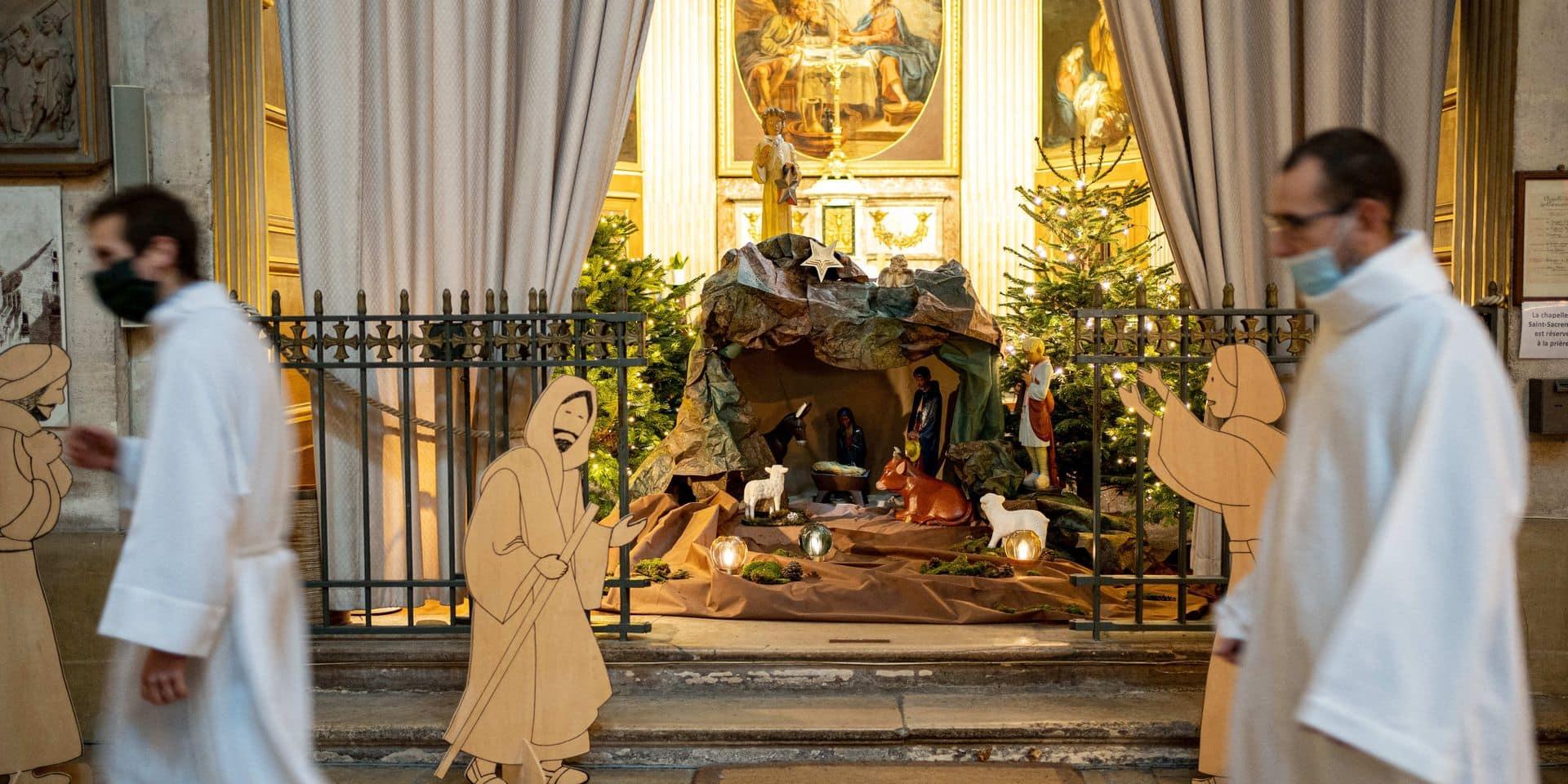 Christmas Nativity Scene In Church - Paris