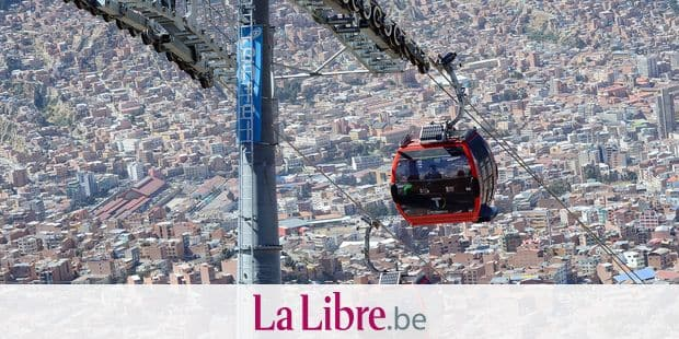 Cable car cabins of the red line en route from El Alto to La Paz, Bolivia, 07 July 2015. Photo: Georg Ismar/dpa