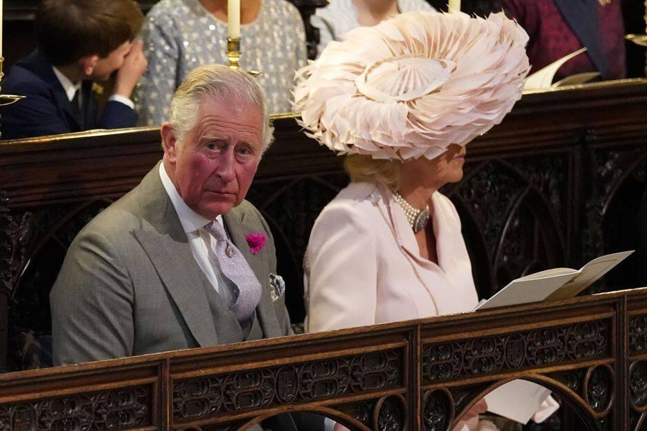 En l'absence de Thomas Markle, le père de Meghan, c'est bien le prince Charle qui a mené la mariée à l'autel.