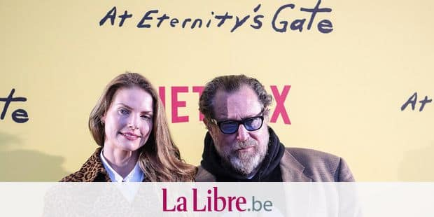 "US film director and painter Julian Schnabel (R) and Swedish film editor Louise Kugelberg pose during a photocall ahead of the screening of his movie ""At Eternity's Gate"" at the Louvre auditorium in Paris on April 2, 2019. (Photo by Christophe ARCHAMBAULT / AFP)"