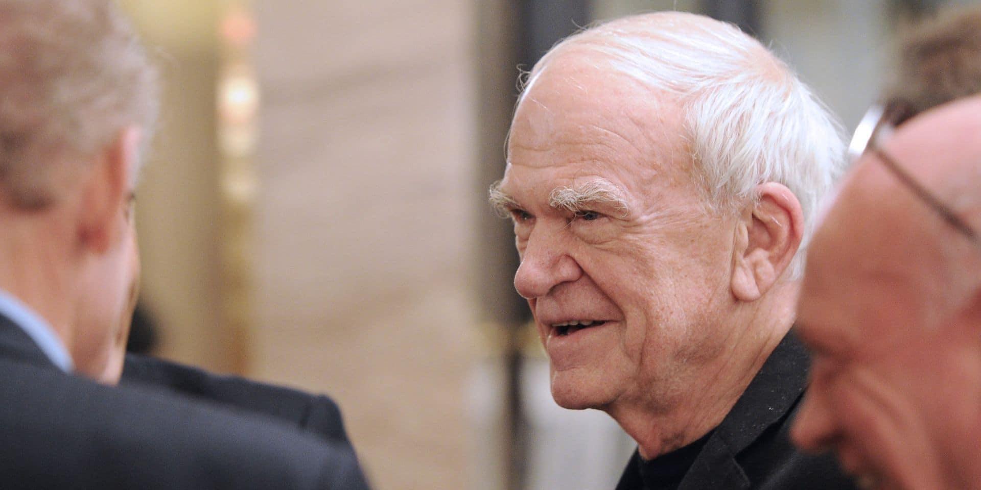 L'écrivain Milan Kundera reçoit la citoyenneté tchèque