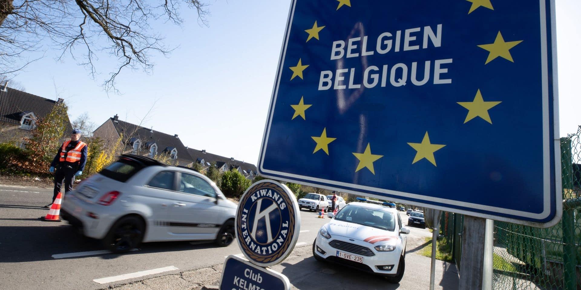 """Comment les communes belges bloquent la frontière avec les Pays-Bas pour éviter un """"scénario à l'italienne"""""""