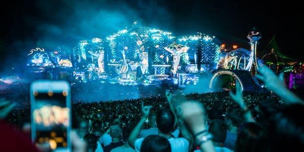 Tomorrowland rend hommage à Avicii: Steve Aoki et Tiësto ont clôturé le premier jour au pays de la démesure - La Libre