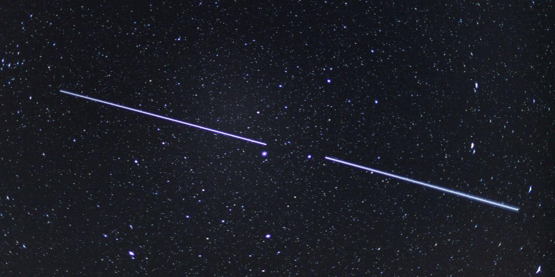 Deux satellites Starlink.