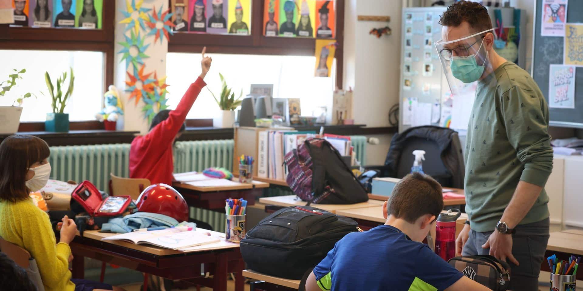 """À une semaine de la rentrée, 432 élèves sont toujours sans école: """"Ils risquent d'être de milieux bien plus fragiles qu'auparavant"""""""