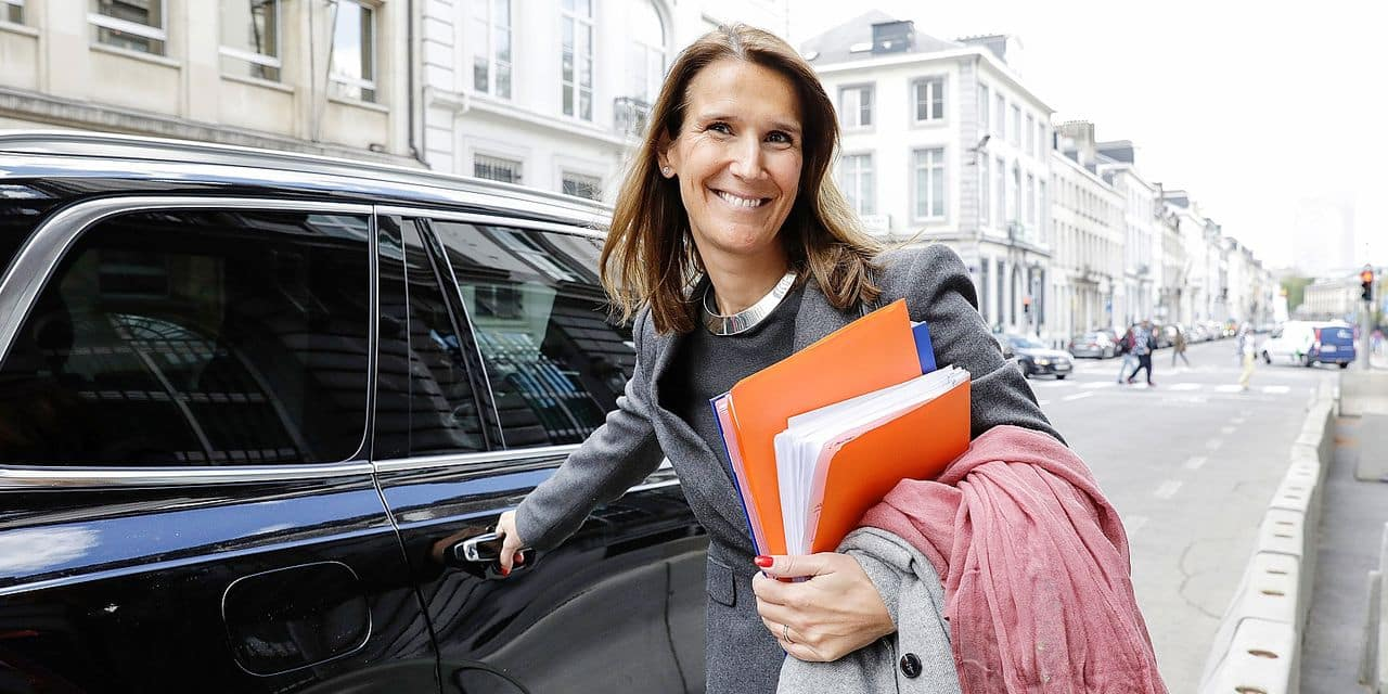 Minister of Budget Sophie Wilmes leaves after a meeting of the consultative committee with ministers of the Federal government, the regional governments and the community governments, on the stability program, in Brussels, Wednesday 26 April 2017. This meeting with the different governments is called when matters involving multiple levels are discussed.