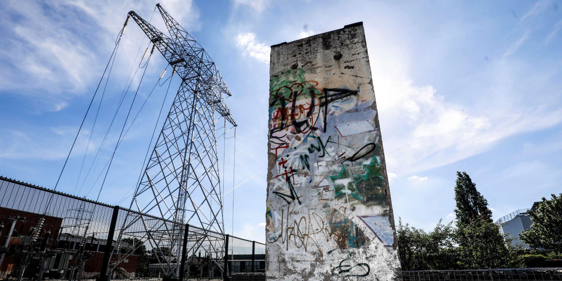 """Un morceau du Mur de Berlin installé à Bruxelles : """"Les pierres restent mais les murs ne durent pas, les gens les font tomber"""""""