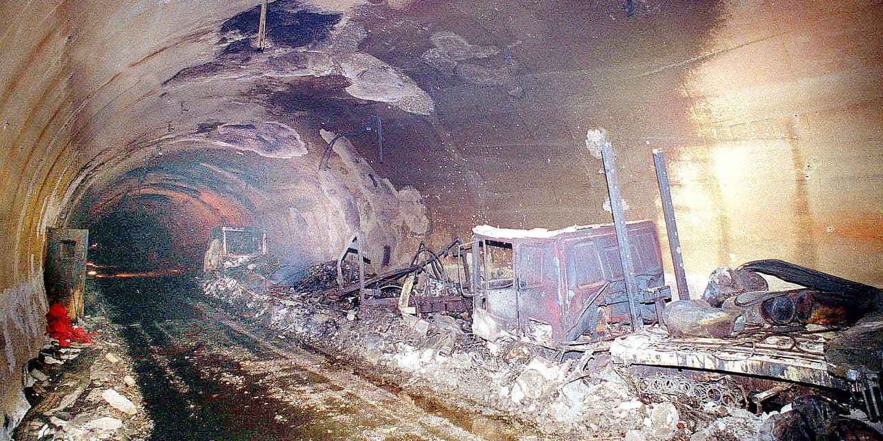 ** FILE ** Gutted wreckages of vehicles inside the Mount Blanc tunnel, near Courmayeur, Northern Italy, is seen in this March 25, 1999 file picture. 39 people were killed March 24, 1999 inside the Alpine passage after a truck caught fire. A long-awaited verdict in the trial of 16 defendants over the 1999 Mont Blanc tunnel fire was expected Wednesday, July 27, 2005, more than six years after the blaze. (AP Photo/str) ** NO SALES **