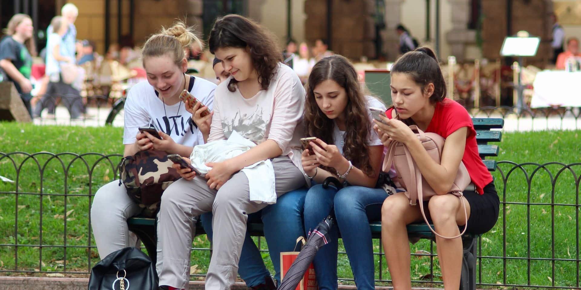 """Les amitiés des adolescents sont-elles """"hackées"""" par les réseaux sociaux ?"""