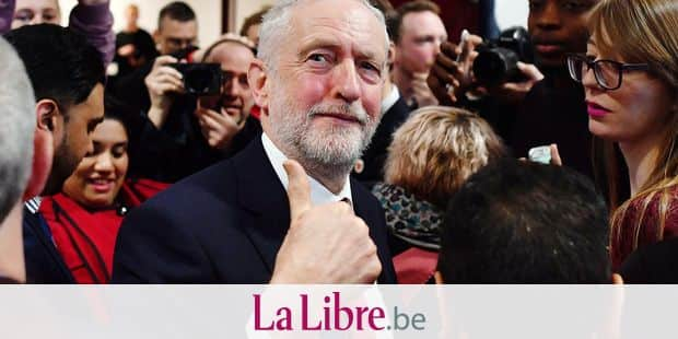 """Opposition Labour party leader Jeremy Corbyn gives a thumbs up after giving a speech on Brexit at Coventry University in Coventry on February 26, 2018. Corbyn called for """"a new comprehensive UK-EU customs union"""" after Brexit on Monday in a major policy shift that could force Prime Minister Theresa May's government to change course. / AFP PHOTO / Ben STANSALL"""