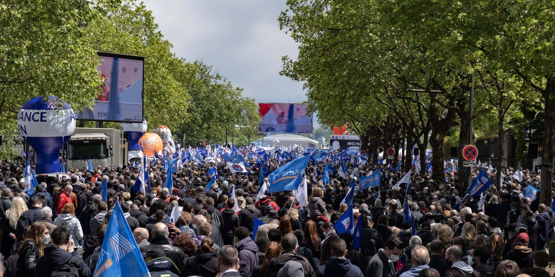 """""""Le problème de la police, c'est la justice!"""" : des milliers de policiers manifestent en France, la justice prise pour cible"""