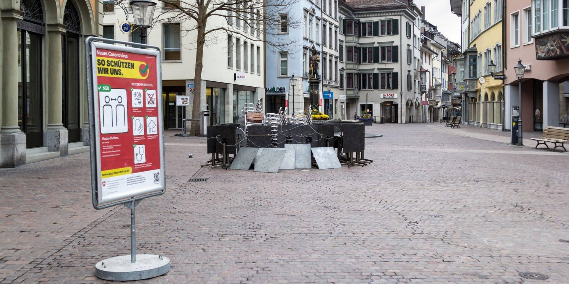 """""""Il faut un shutdown national. On n'y échappera pas"""": l'inquiétude grandit en Suisse face au coronavirus"""