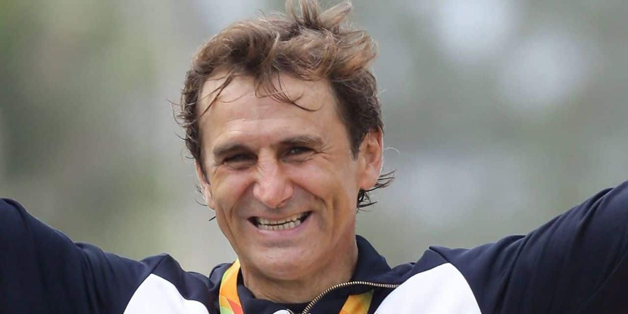 L'ancien pilote de Formule 1 Alex Zanardi, hospitalisé et dans un état grave, réagit à des stimuli auditifs