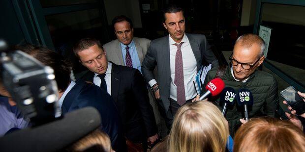 Mogi Bayat, Bart Vertenten et Laurent Denis restent en détention préventive pour un mois - La Libre
