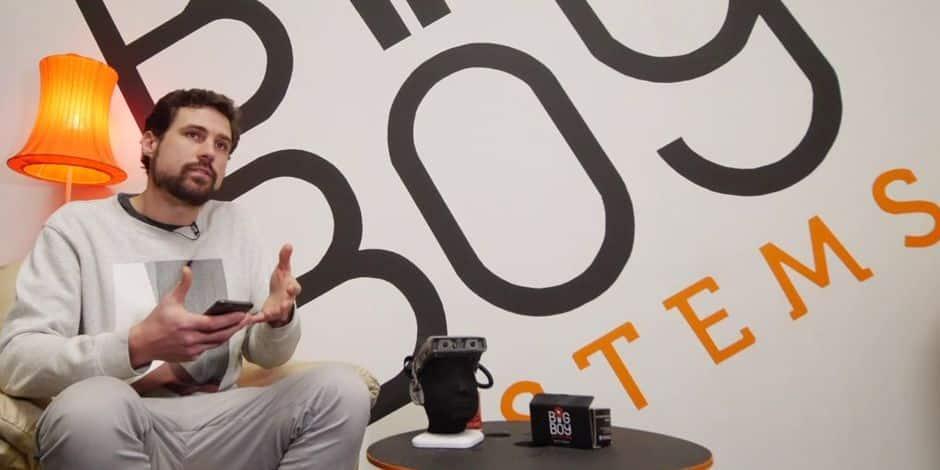 "La start-up de la semaine Samuel Meirlaen, le ""Big Boy"", en compagnie de sa caméra immersive Third-I."