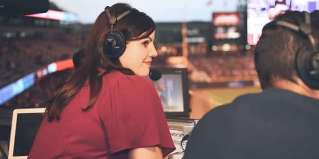 Jenny Cavnar, la première femme à commenter un match de baseball depuis plus de 20 ans - La Libre
