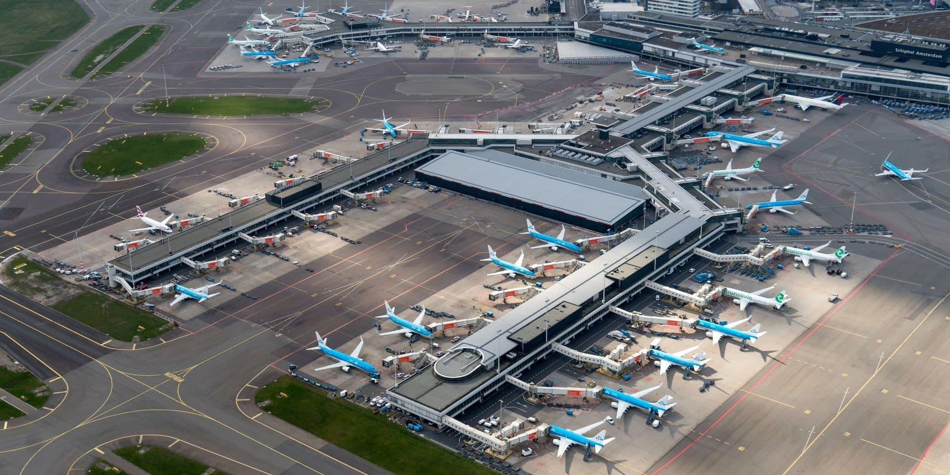Des millions d'avions ont été cloués au sol pendant plusieurs mois, comme ici à Amsterdam.