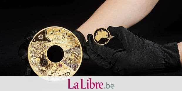 """This undated handout picture released by The Perth Mint on September 4, 2018 shows a minted two-kilo (4.4 lbs) gold coin called """"Discovery"""" in Perth. - Australia has minted a gold coin encrusted with rare pink diamonds worth 1.8 million USD to meet growing demand for high-end collectables from the ultra-rich. (Photo by Handout / THE PERTH MINT / AFP) / -----EDITORS NOTE --- RESTRICTED TO EDITORIAL USE - MANDATORY CREDIT """"AFP PHOTO / THE PERTH MINT"""" - NO MARKETING - NO ADVERTISING CAMPAIGNS - DISTRIBUTED AS A SERVICE TO CLIENTS"""