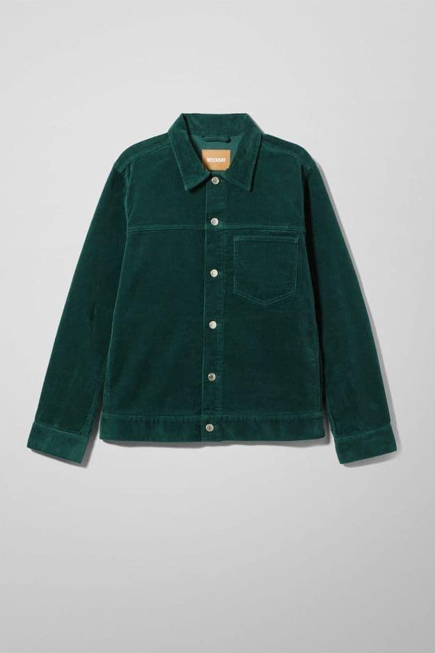 Une veste en velours:            Weekday,            60 euros