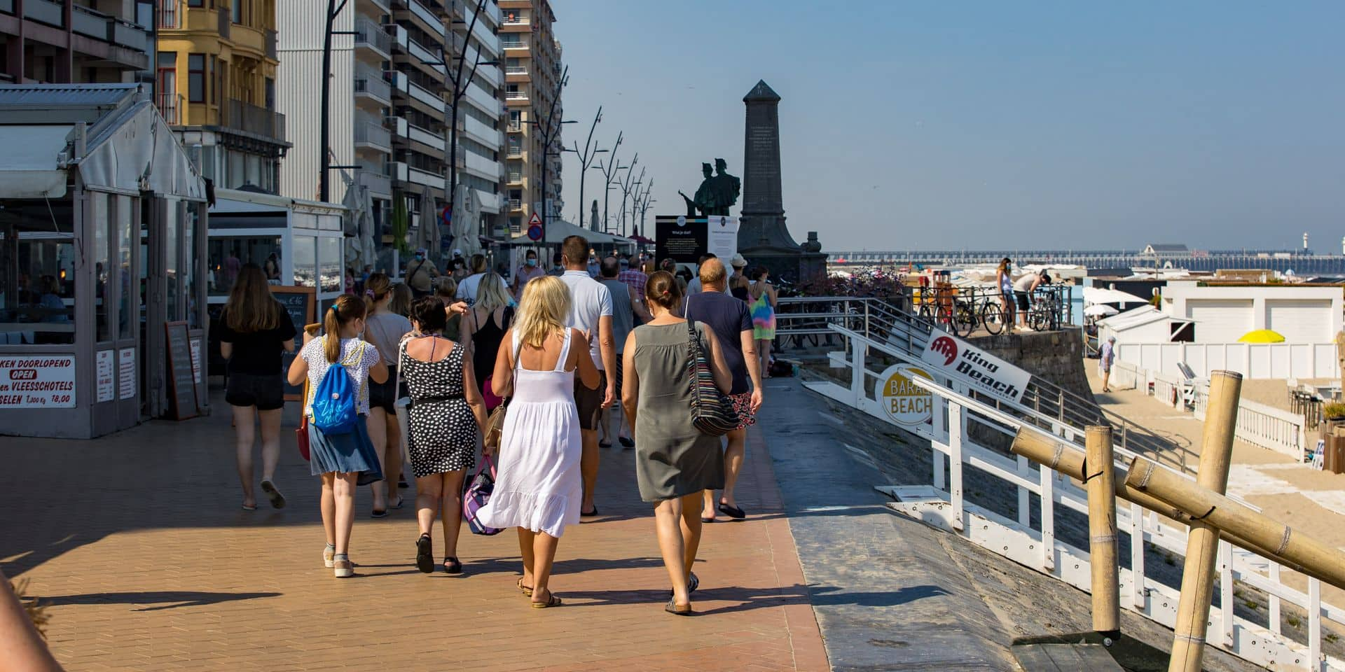 """Les autorités de Blankenberge s'opposent aux déclaration de Pieter De Crem: """"Pas grand-chose à voir avec le nombre de personnes sur la plage"""""""