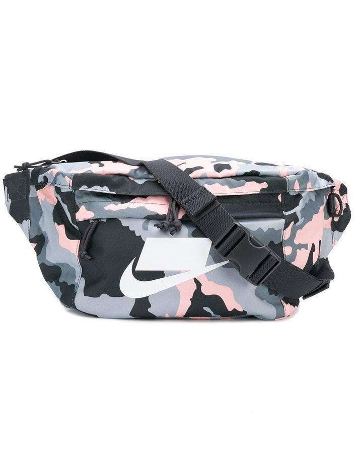 Farfetch.     Nike,     35 euros