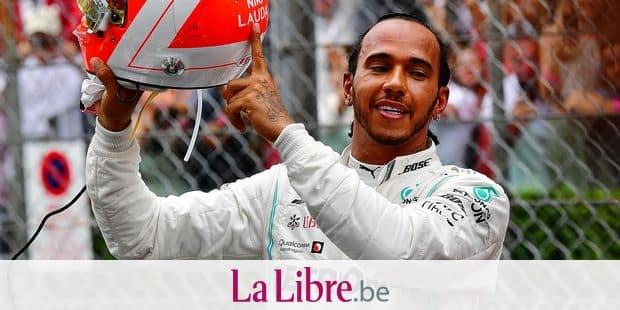 Mercedes' British driver Lewis Hamilton points at the name of late Formula One legend Niki Lauda on his helmet after winning the Monaco Formula 1 Grand Prix at the Monaco street circuit on May 26, 2019 in Monaco. (Photo by Andrej ISAKOVIC / AFP)