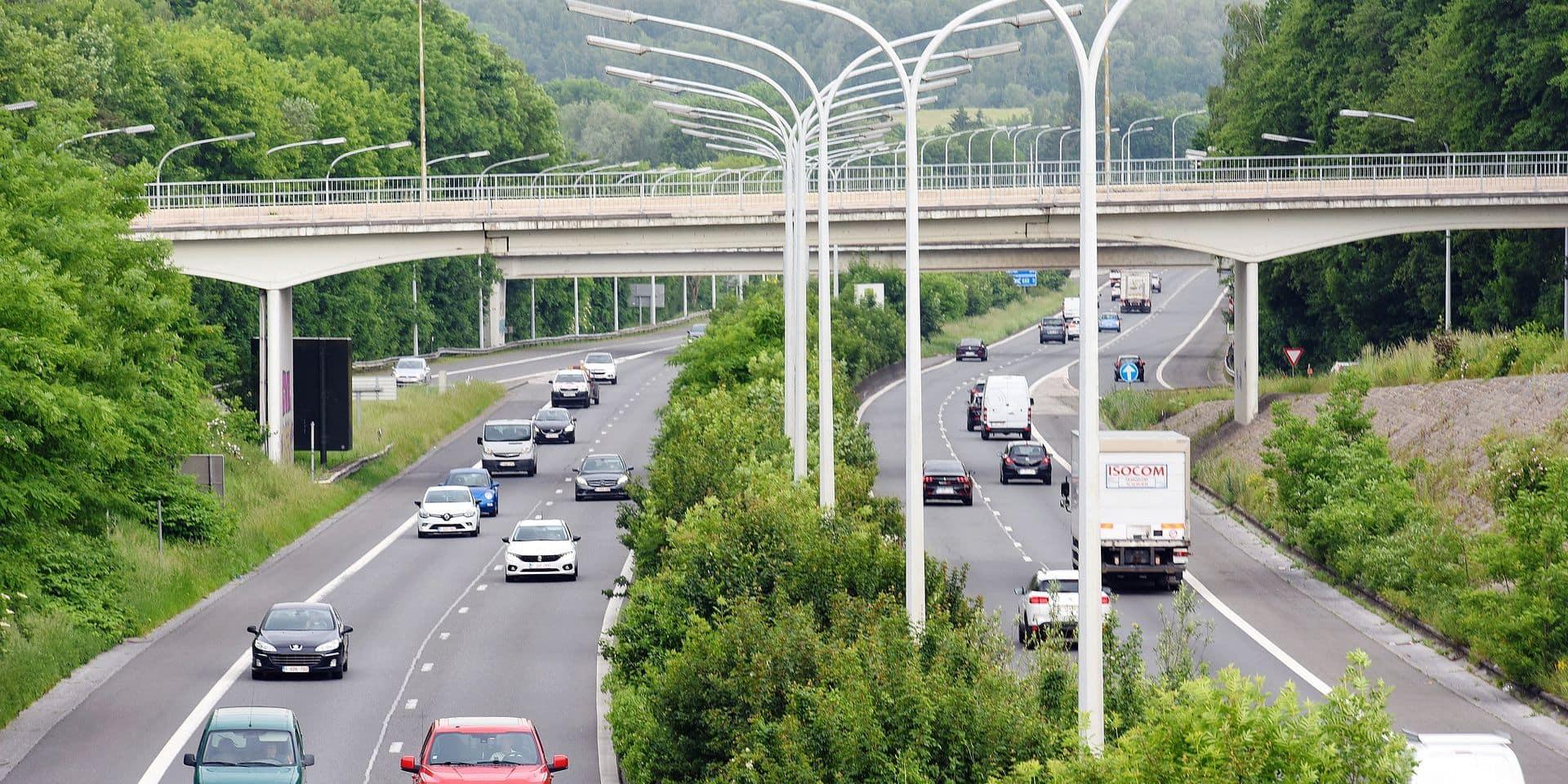 circulation voiture auto securite environnement co carbone autoroute pont A54 navetteur vitesse permis conduire