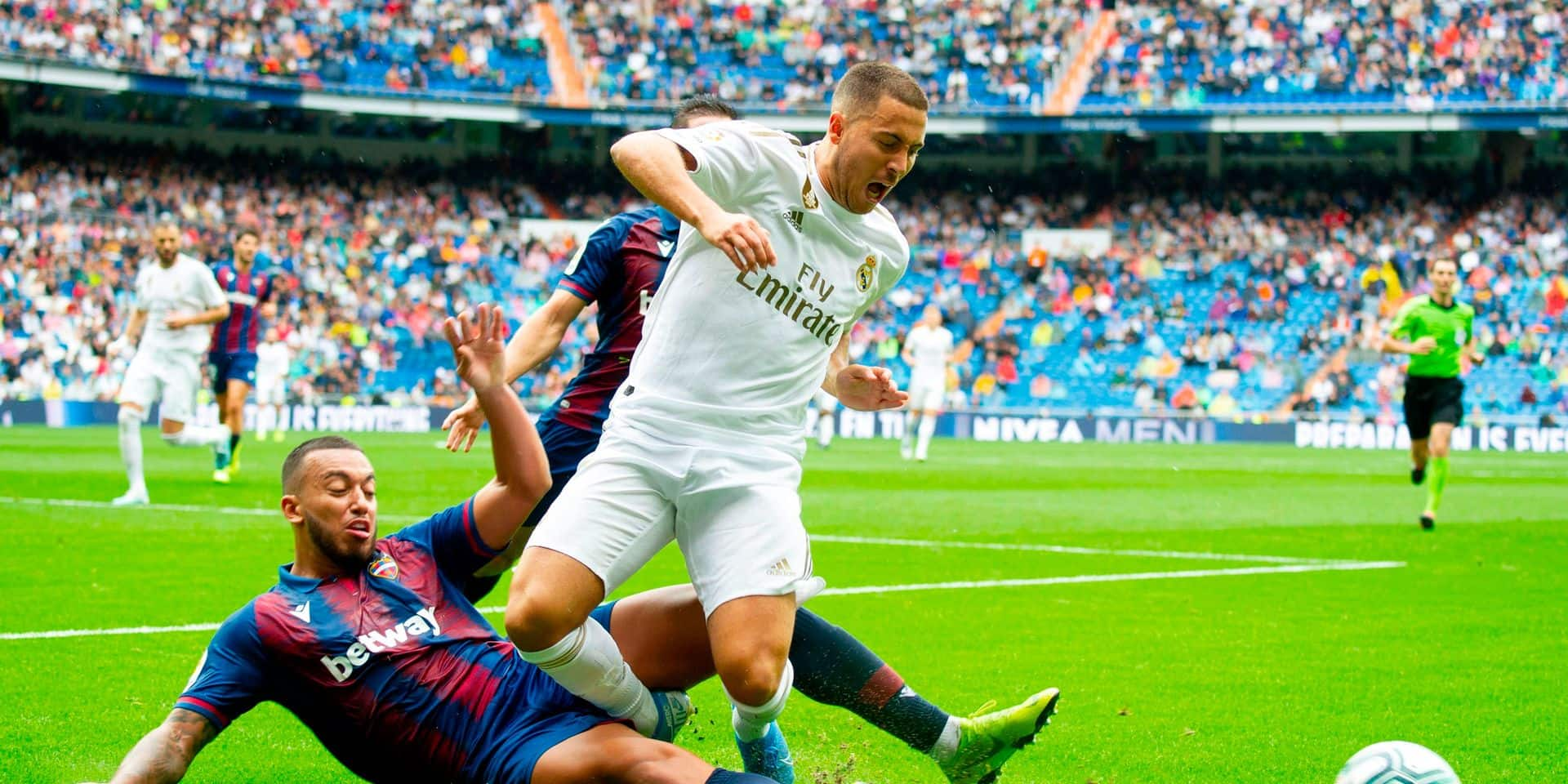 TOPSHOT - Levante's Portuguese defender Ruben Vezo (L) challenges Real Madrid's Belgian forward Eden Hazard (R) during the Spanish league football match Real Madrid CF against Levante UD at the Santiago Bernabeu stadium in Madrid on September 14, 2019. (Photo by CURTO DE LA TORRE / AFP)