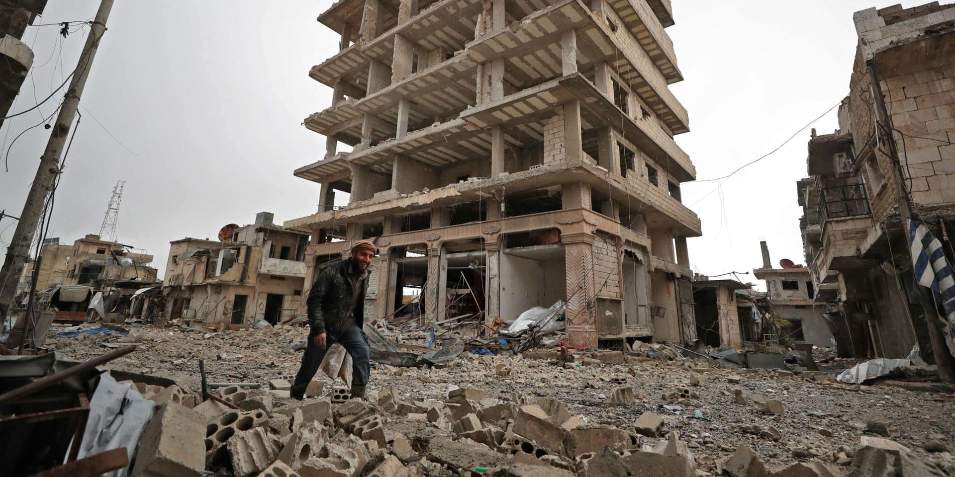 Syrie: les civils fuient les combats à Idlib et trouvent portes closes en Turquie