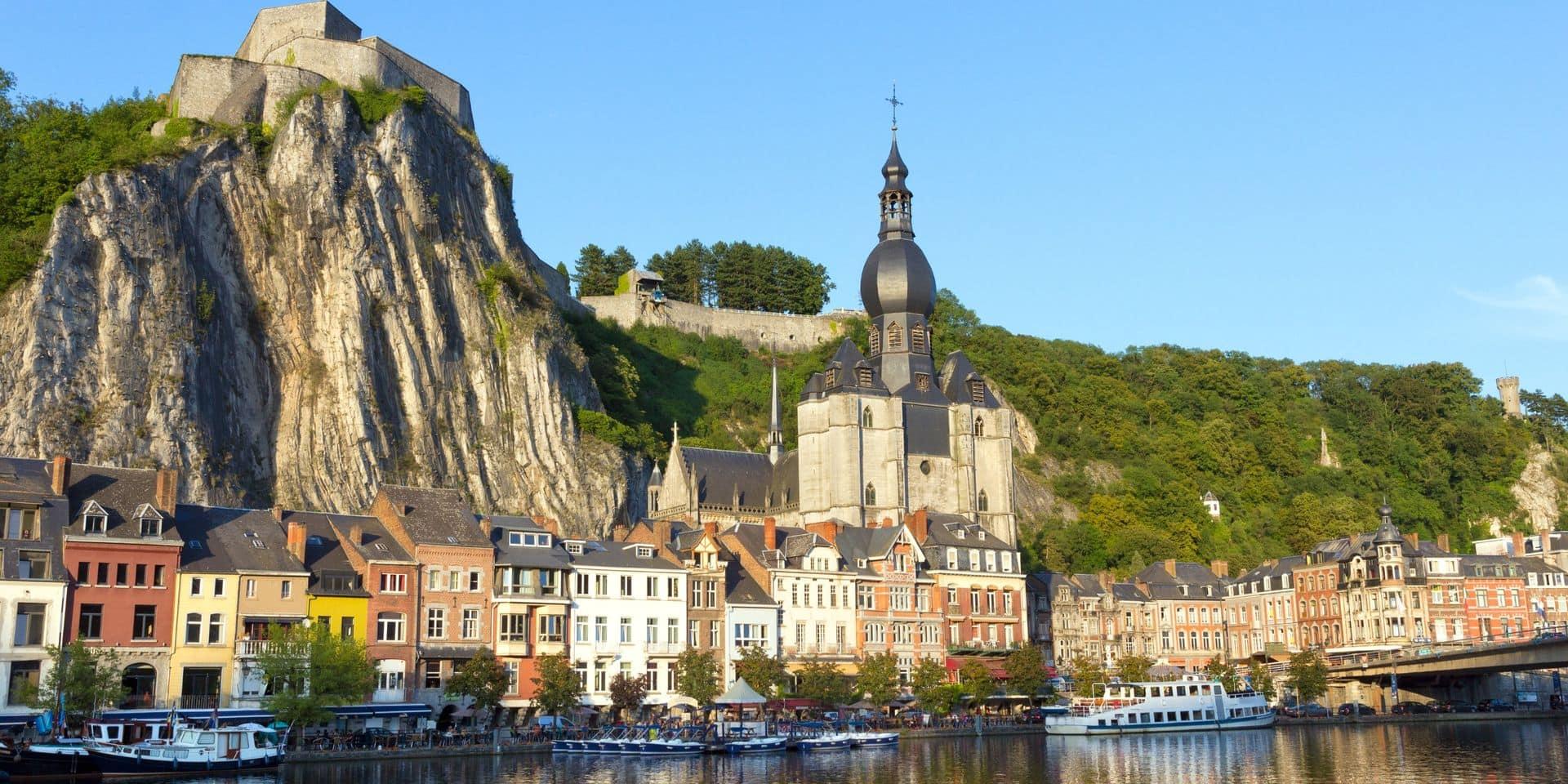 Dinant, au bord de la Meuse.