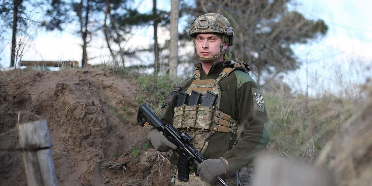 """""""Nous nous préparons à une agression"""" : sur le front, les soldats ukrainiens prêts à faire face à la Russie"""