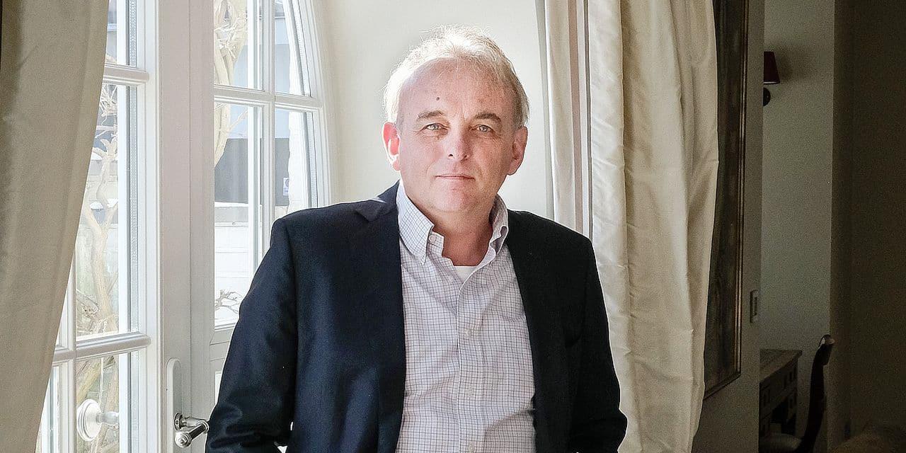 Né à Anvers en 1961, Alain Janssens est ingénieur commercial diplômé de Solvay.