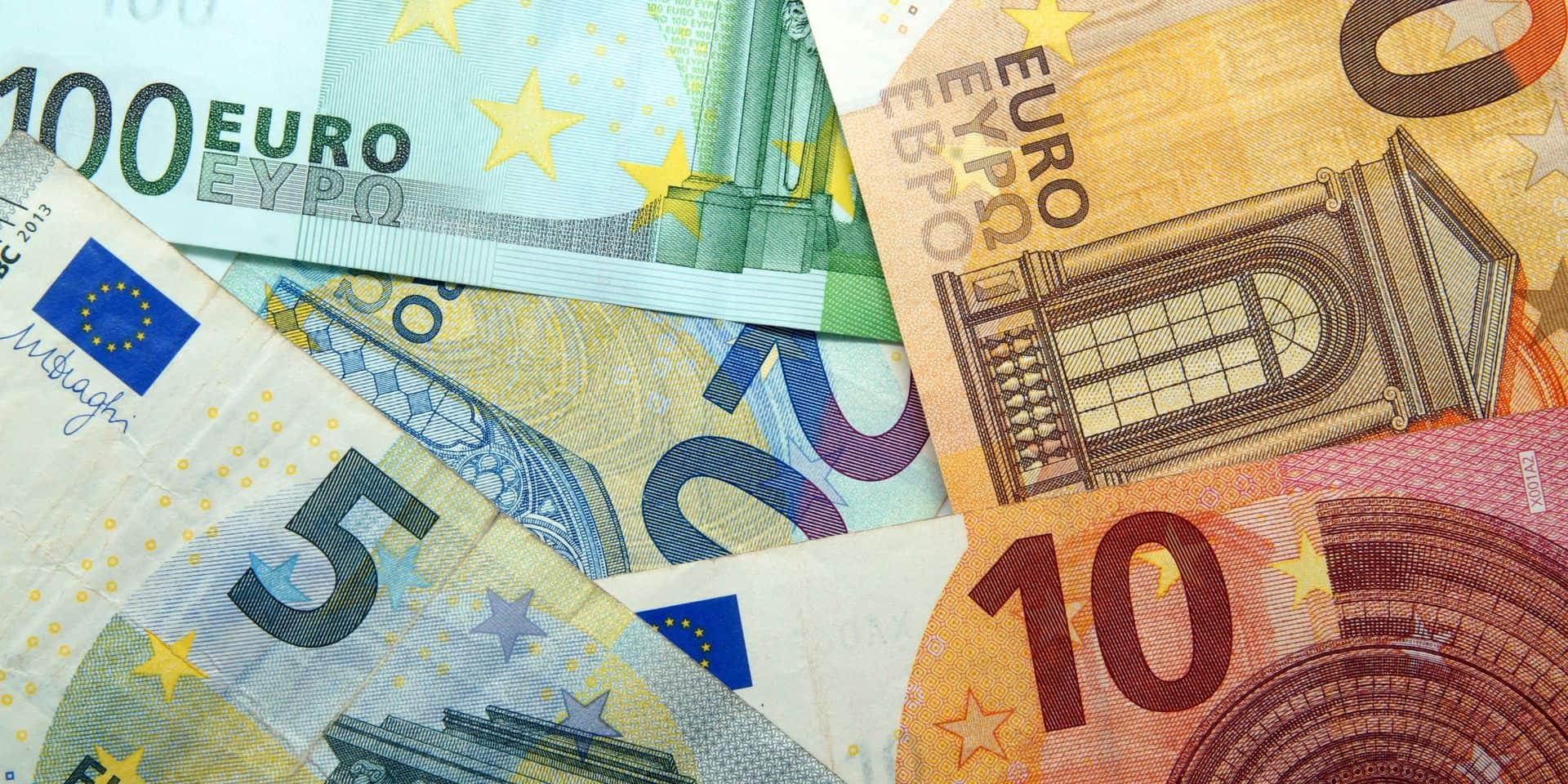 L'euro en légère baisse dans un marché calme